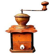 Manual coffee grinder - Coffee grinder (1920)