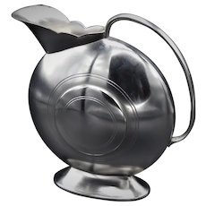 European Art-Deco pewter can in very good condition.