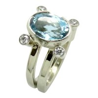 Aquamarine Oval and Diamond in 18K White Gold Ring