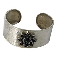 Sterling Hammered cuff with onyx motif