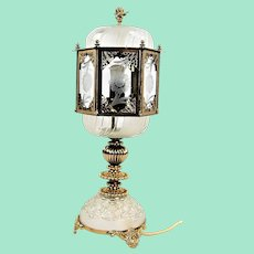 Elegant Art Nouveau table lamp from the 20s and 30s.