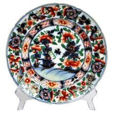 Imari English hand-painted decorative plate at the beginning of the 20th century