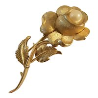 Crown trifari gold tone long stemmed flower with simulated pearl brooch