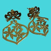 Vintage AVON Gold Tone Christmas Poinsettia Ornament Earrings