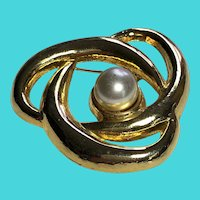 Vintage Gold Tone Faux Pearl Brooch / Pin Signed AAI