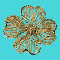 Vintage Crown Trifari Gold Tone Flower Signed Brooch / Pin