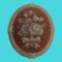 Stunning Vintage AVON Resin Floral Cameo Brooch / Pin