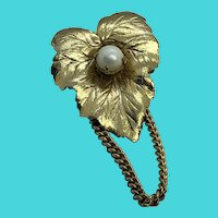 Sarah Coventry Vintage Golden Leaf & Faux Pearl Brooch / Pin