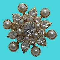 Absolutely Stunning Gold Tone Layered Rhinestone & Faux Pearl Vintage Brooch