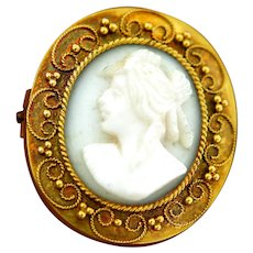Victorian 14 kt Yellow Gold Cameo Brooch.