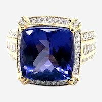 10 ct Fine Tanzanite & 1.25 ct Diamonds 18kt Gold cocktail Ring,