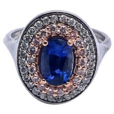 Blue Sapphire framed in pink and White Diamond Halo's, 18kt Gold Ring