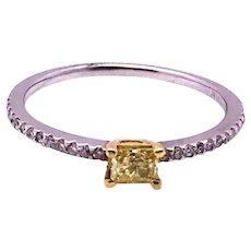 18kt Gold 0.25 ct Natural Yellow Diamond & White Side Diamonds Ring