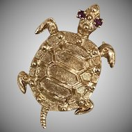 Signed Danker & Sons 14k Yellow Gold and Ruby Swimming Sea Turtle Pin