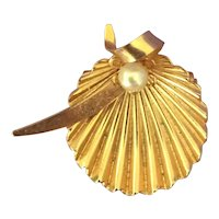 Gold plated Scallop Pin with Faux Pearl
