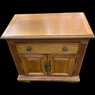 Bernhardt Pecan Night Stand 1 drawer, 2 doors Solid Wood circa 1993