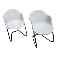 MIDCENTURY Pair of ScANDINAVIAN Modern Chairs in Fiberglass & Aluminum from Finland by Yrjö Kukkapuro