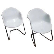 MIDCENTURY Pair of ScANDINAVIAN Modern Chairs in Fiberglass & Aluminum from Finland by Yrjö Kukkapuro