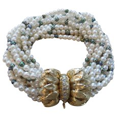 Elegant cultured pearl and diamond bracelet