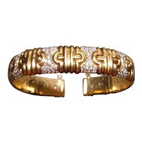 18K  yellow gold open bangle bracelet set with diamonds