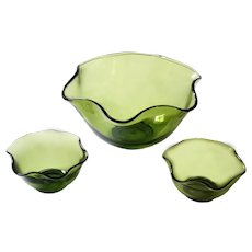 1960s Mid-Century Green Art Glass Snack Serving Bowls - Set of 3