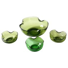 1960s Mid-Century Modernist Green Curved Glass Snack Serving Bowls - Set of 4