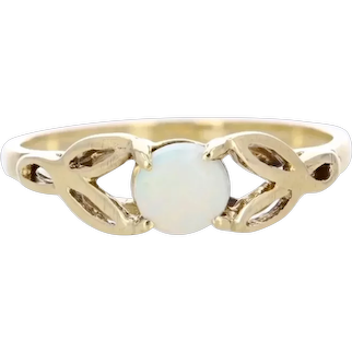 Pretty 10k Celtic Setting with a natural Opal Center
