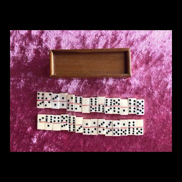 Miniature domino game for French poupée