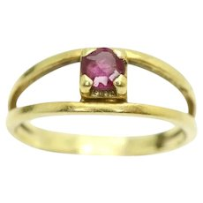 Unusual 18Ct Yellow Gold Split Shank Set Solitaire Ruby Ring, Size K 1/2