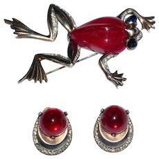 Rare RED Jelly Belly Trifari Frog Pin and Earrings Set Alfred Philippe 1940s