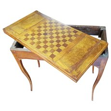 Italian end of the 18th century chess and card table in Walnut