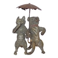 Heyde 'Knick-Knack / Nippes' - Pug Dog and Cat Under an Umbrella (Overall height 67 mm)