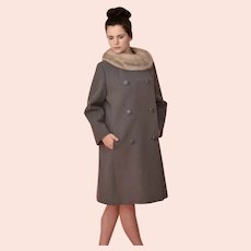 Mid 20th Century , Women Gray Winter Coat w genuine Silver Mink collar , large fur covered button