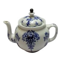 Hard to Find Antique Circa 1914 Buffalo Pottery Argyle China Teapot, With Metal Tea Strainer Attached to Lid