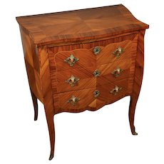 19th century Antique French Louis XV Walnut inlaid Nightstand / commode
