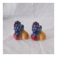 Vintage Collectible Shawnee Fruit Shakers 1940-50s Excellent Condition