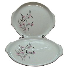 (2) Vintage Universal Pottery Co. Cake Plates Tab Handles Straw Flower Pattern 1934-56 Good Condition