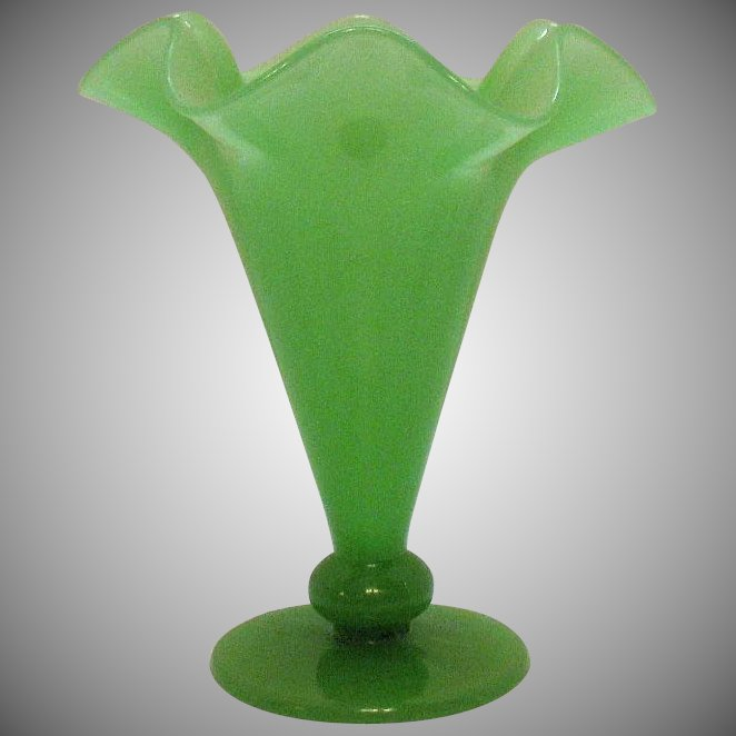 Vintage Fenton Jade Green Art Glass Vase 1920s Good Condition Appletree Junction Antiques