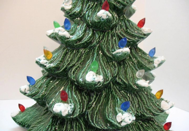 Vintage Ceramic Christmas Tree With Faux Plastic Lights Bottom Lights Up 1983 Good Condition