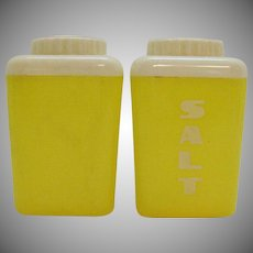 Vintage Yellow Plastic S&P Shaker Set 1950-60s Good Condition