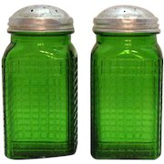Vintage Owens-Illinois Emerald/Forest Green Depression glass S&P Shakers 1932 Good Vintage Condition