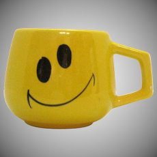 Vintage Yellow Smiley Face Cup Holiday Designs 1976 Good Condition