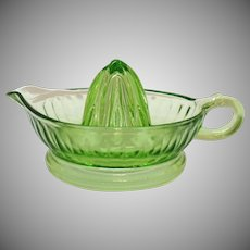 Vintage Anchor Hocking Green Glass Juicer 1930-40s