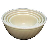 Vintage 4 Ivory Swirl Mixing bowls Set by Anchor Hocking Fire King 1949-62 Never Used Excellent Condition