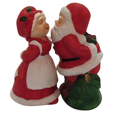 Vintage Porcelain Kissing Santa & Mrs. Claus S&P Shakers 1970s Good Condition