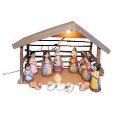 Vintage 14 Piece Clay Mexico Nativity Scene Lighted Wood Manger Hand Painted 1970-80s Good Condition
