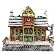 Vintage Lefton Colonial Village Hand Painted Porcelain Train Station Building #06335-1987 Good Condition