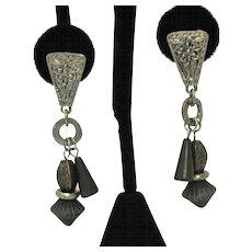 Etruscan Vintage Antiqued Silver Metal Pierced Earrings Green Beads