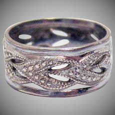 Signed Sterling Silver Vintage Abstract Heart Band Ring Size 5 1/4