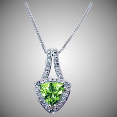 Gorgeous Vintage Trillion Cut Peridot Diamond Accent Pendant Necklace